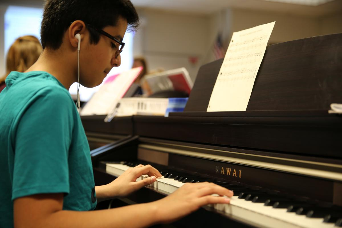 Discovery Middle School piano lab